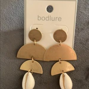 Gold pocha shell earrings